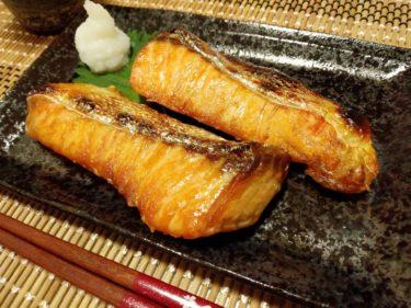 鮭が白身魚なのに、身が赤い理由について知りたい